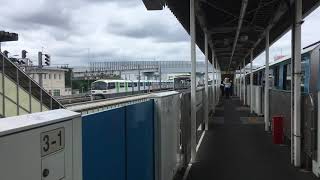 高速で通過する東京モノレール