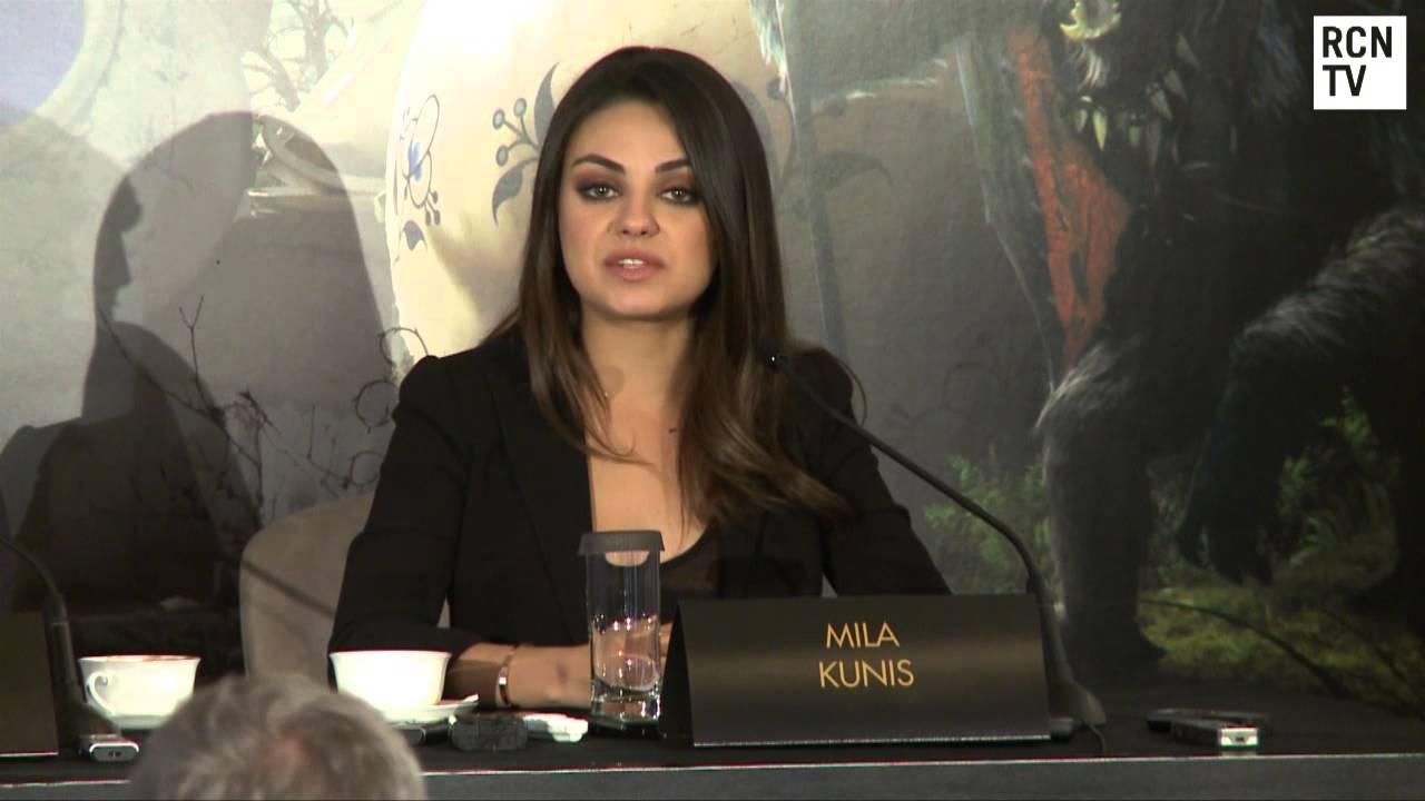 Mila Kunis Defends Seth MacFarlane Oscars Hosting - YouTube