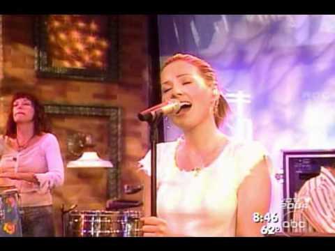 Dido  White Flag Live GMA 02 Oc 2003
