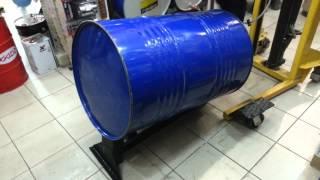 Установка 200 л бочек масла в горизонтальном положении(Это видео создано с помощью видеоредактора YouTube (http://www.youtube.com/editor), 2013-08-05T22:53:35.000Z)