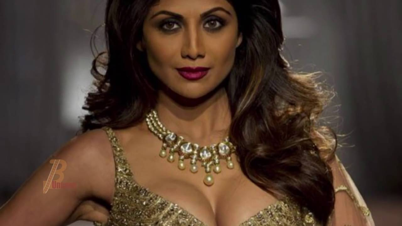 Shilpa Shetty Boob Show  Android Erotic Galleries -7739