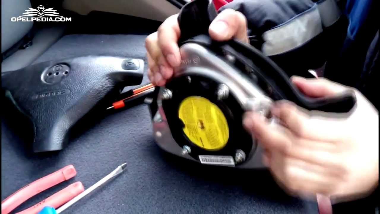 opel astra g tutorial how to change airbag cover youtube. Black Bedroom Furniture Sets. Home Design Ideas