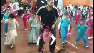 Profesor cumple el sueño de su alumna de poder bailar