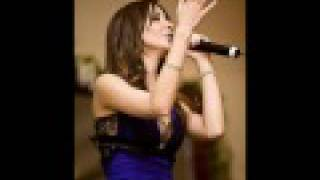 Nancy Ajram - Meen da elli nseek (with English/Arabic lyrics!)