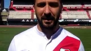 LUCAS PRATTO posando Con la Camiseta De River Plate