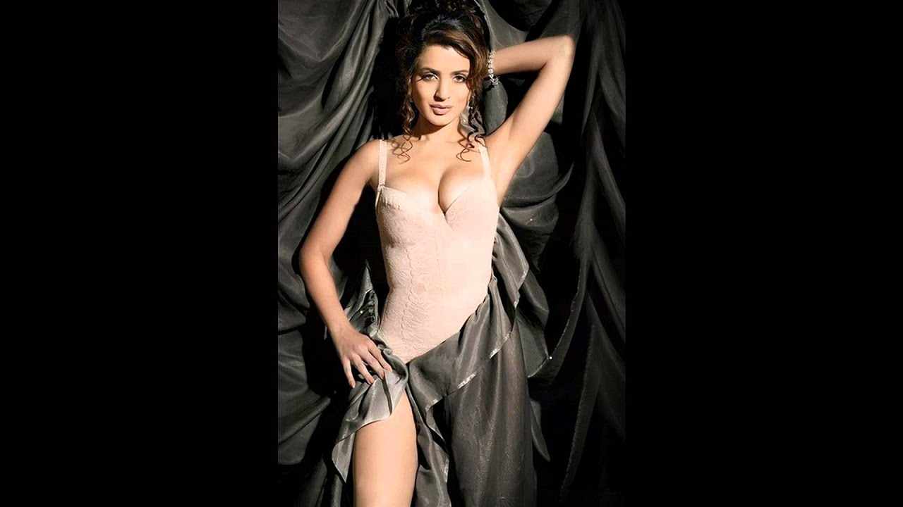 Amisha patel nude showing boobs and pussy