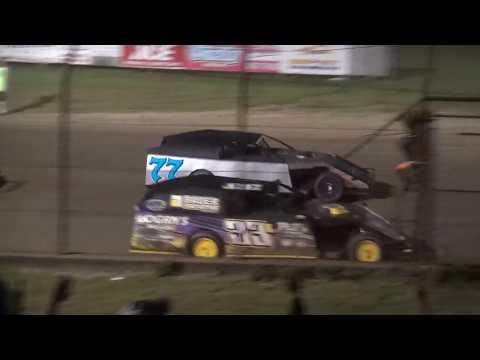 Bob Larson Shootout Modified feature Lafayette County Speedway 9/15/18