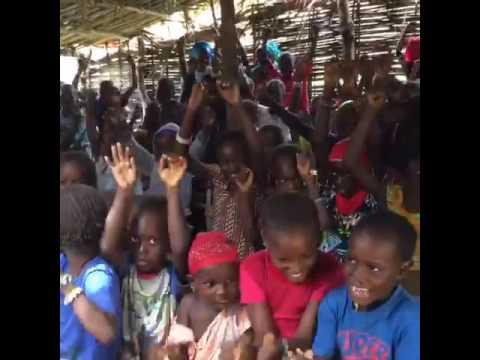 Agradecimiento de los niños de la escuela de Afia (Senegal)