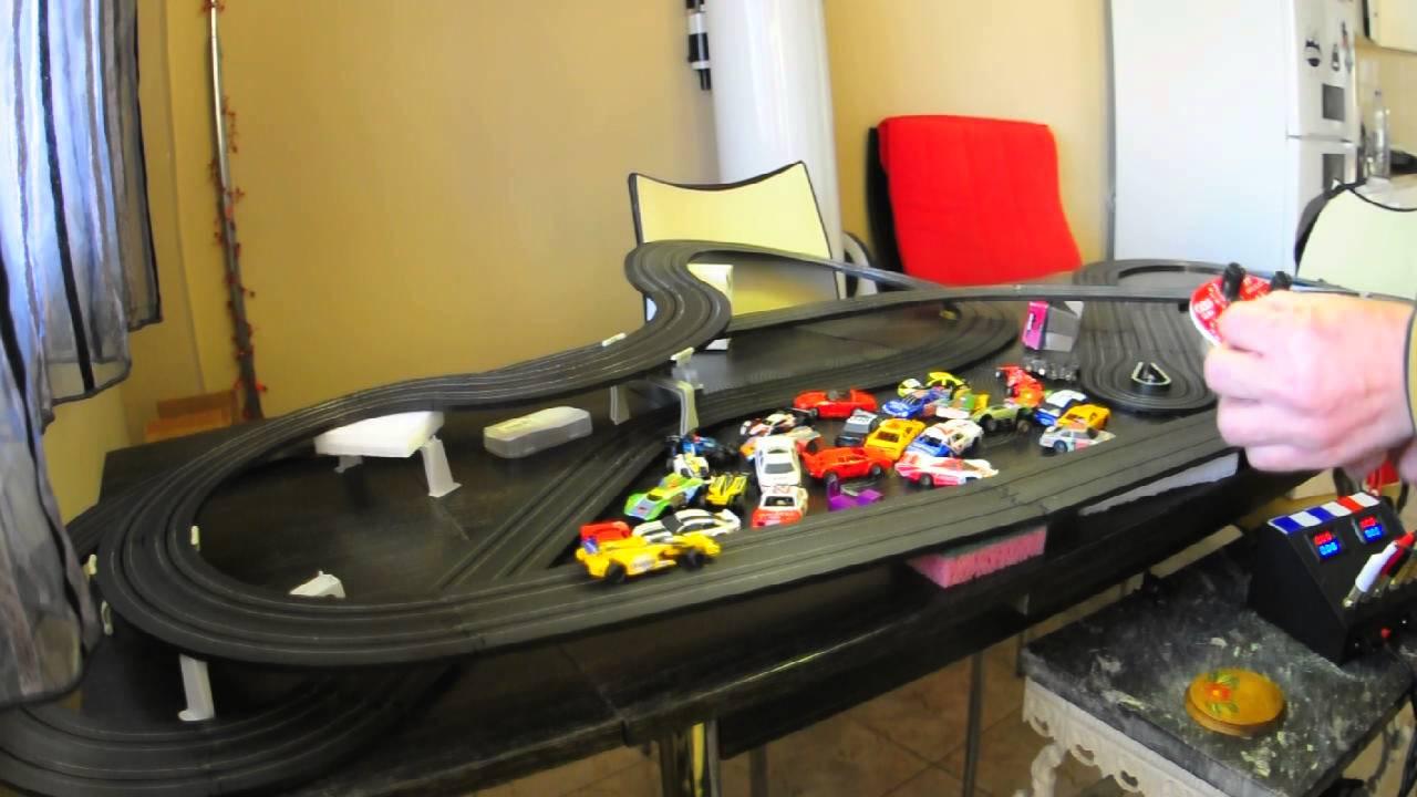 Jogo Slot Car Racing Participe de uma emocionante corrida de carrinho de controle remoto.Sozinho ou com dois jogadores, o seu objetivo é fazer o seu carrinho completar todas as voltas e terminar a prova em primeiro lugar.Certifique-se de que o seu carrinho se .