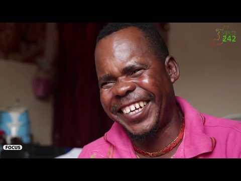 VÉRITÉ 242 :CONGO, Brazzaville, Focus sur Un vendeur de foufou au marché total