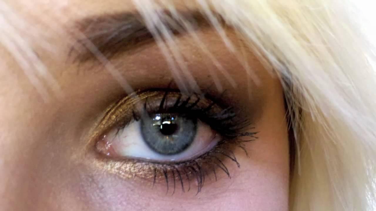 blue eyes nude