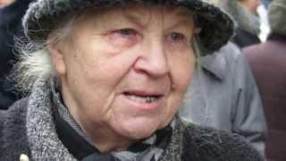 Мария Яковлевна читает стихи о русских матерях.
