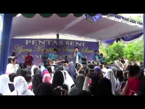 Vertical Band @Pensi SMPN 34 Sby,  Cinta dan Rahasia (Yura Yunita)
