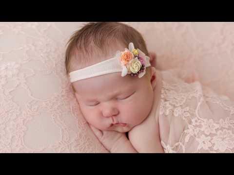 newborn-baby-posing-photography-session