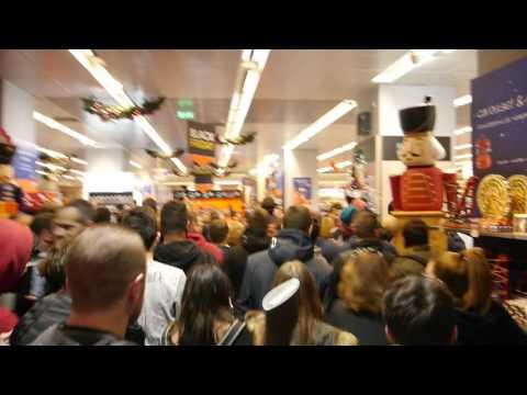 Έναρξη Black Friday, είσοδος Public @ The Mall Athens