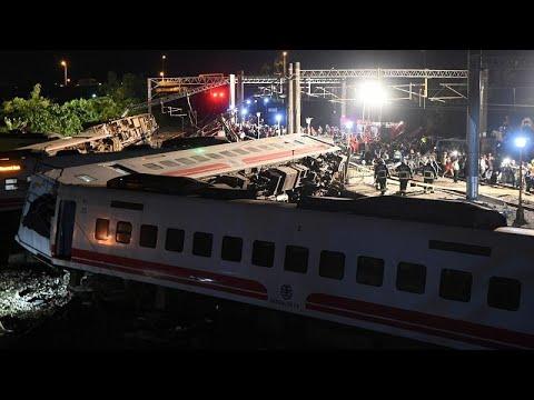 قطار ينحرف عن السكة في تايوان يخلف 18 قتيلا على الأقل  - نشر قبل 36 دقيقة
