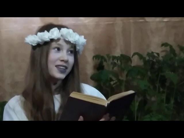 Изображение предпросмотра прочтения – АннаПензина читает отрывок изпроизведения «Майская ночь, или Утопленница» Н.В.Гоголя