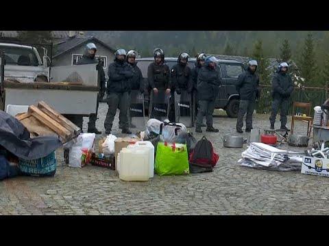 بالفيديو: الشرطة الإيطالية تخلي مخيما للمهاجرين  - 20:54-2018 / 10 / 15