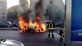 Auto in fiamme, incendio Via Nomentana ROMA