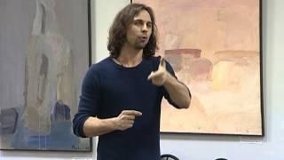 Дмитрий Бозин читает стихи ивановцам