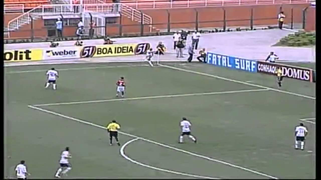 Brasil  Gol do Corinthians! Roberto Carlos bate escanteio com efeito e faz  um belo Gol Olimpico!! 0b2ce5ffc7e9b