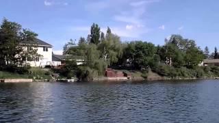 США.  Рыбалка, поймали краппи, дома с пирсом вдоль озера, машину не закрыли((Spokane..