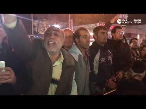 Minlərlə iranlı Tehran küçələrində