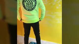 Video Clip Sweatshirt : VANS / jeans : grj / Shoe : VANS / Sock : Balenciaga