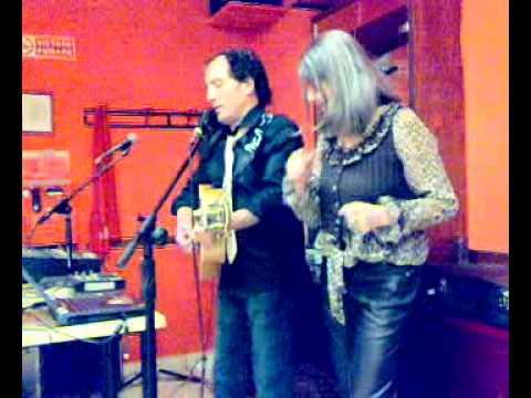 """salmarshall. Parma 20022010031.mp4 cena tra amici con karaoke """"Il ballo della tipa""""."""