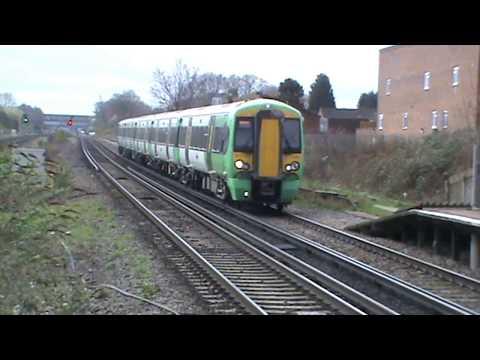 Trains at Horley, Salfords, Purley Oaks, South Croydon & East Croydon   **Southeastern diverts**