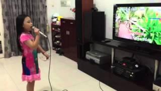 Su Su đang luyện bài hát Cô giáo em nhân ngày 20-11