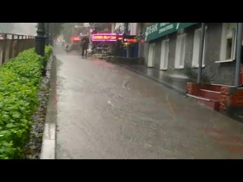 Владивосток смывает тайфун Нору / Видео от очевидцев / утро 7 августа / Центр города