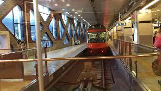 新宿駅を発車する70000形GSE