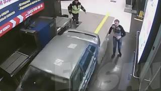 おそロシア?空港内を車が縦横無尽に走る、リアルGTAが広がる光景