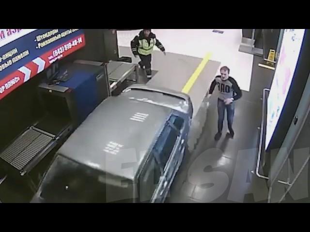 Russian real GTA / Погоня за лихачом в казанском аэропорту, таран терминала