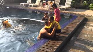 Berenang di Bandung (Amel & Rafa)