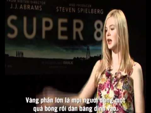 SUPER 8 - SINGAPORE JUNKET - JOHNNY TRI NGUYEN & ELLE FANNING.avi