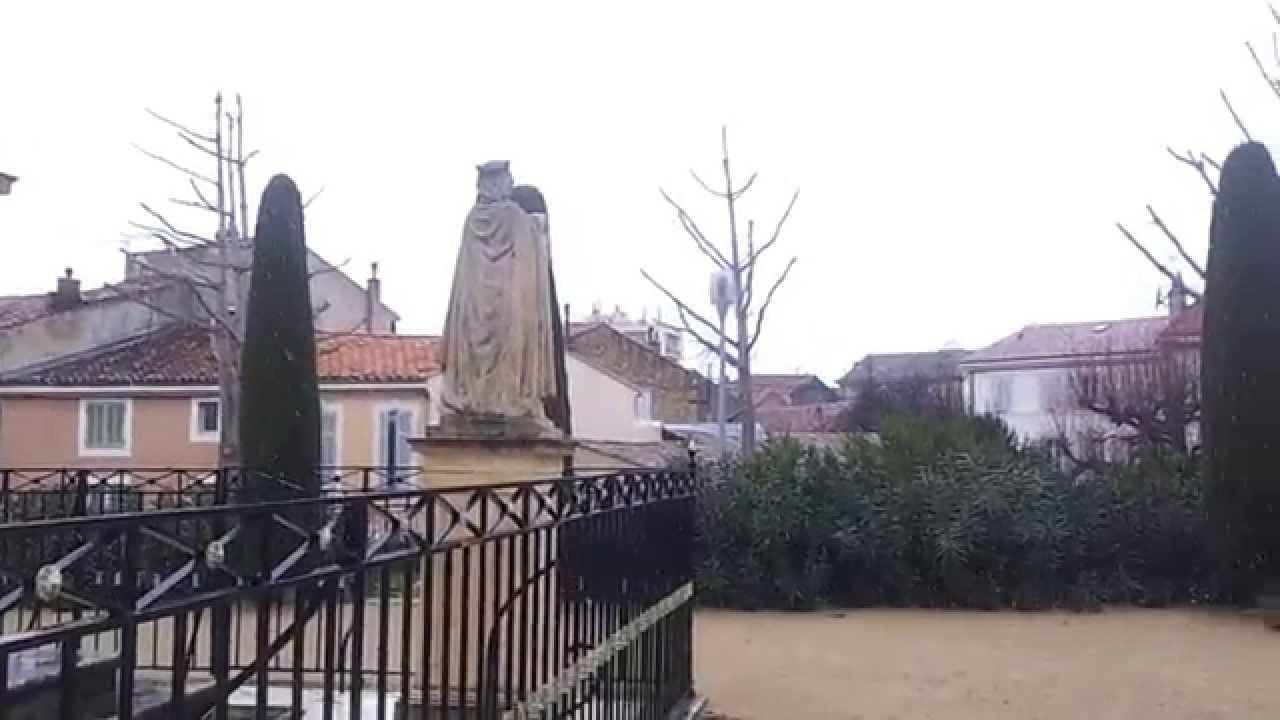 Salon de provence bons plans sous la neige youtube for Plan cul a salon de provence