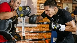 NEW WBO FEATHERWEIGHT CHAMPION OSCAR VALDEZ SHOWS WHY HE'S CHAMP WITH HIS POWER & SPEED