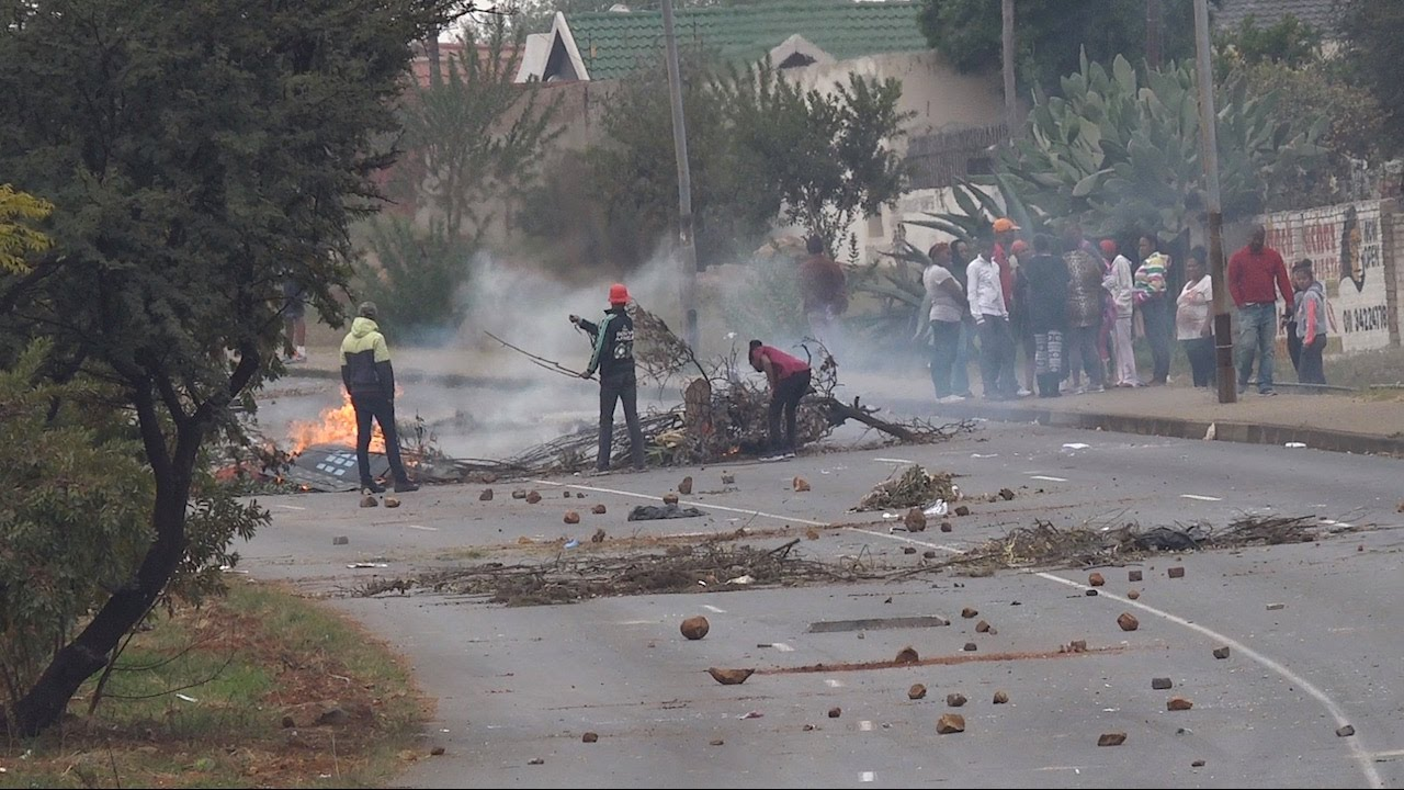 Download Eldorado Park becomes war zone as protest turns ugly