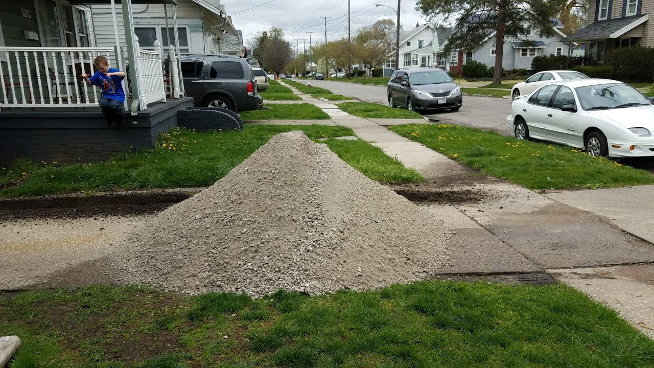 How Much Is A Ton Of Gravel >> 5 Tons Of Rock