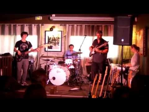"""40 hertz and Above """"So what"""", Miles Davis cover, live au St Germain."""