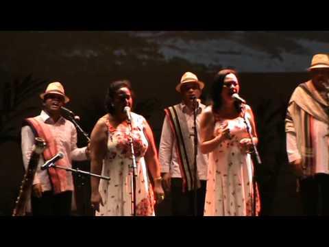 RAVINAL'ARTS - Mifankantiava ihany - Naka Rabemanantsoa