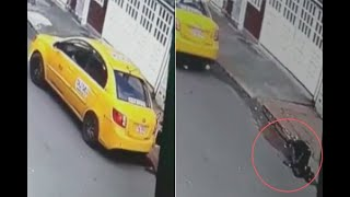 Taxista cobró el doble a abuelita y la tumbó cuando se estaba bajando