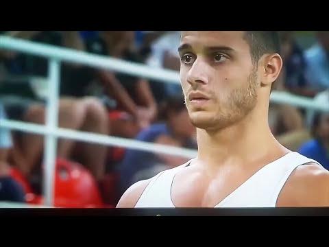 Гимнаст сломал ногу и упал с носилок на Rio 2016