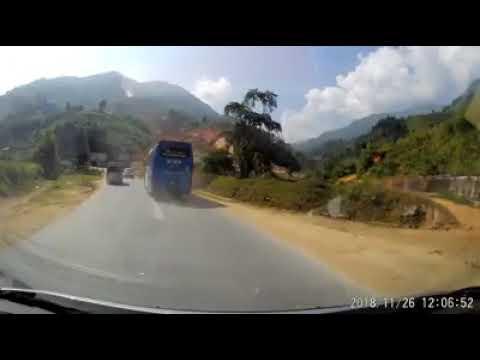 The car almost crashed accidentally - Ô tô vượt ẩu suýt gây tai nạn