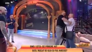 Nicolae Guta beats his pregnant girlfriend on live on Romanian chat show Daily Mail Onli ...