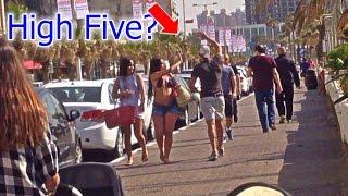 מתיחה - מייבשים כיפים !!! High Five PRANK