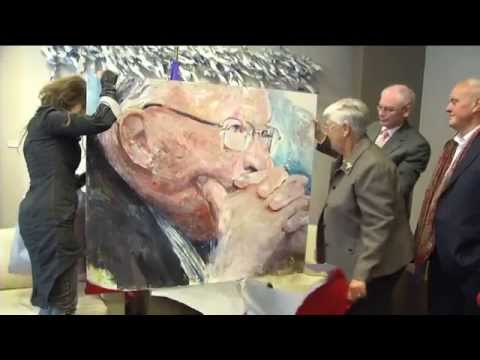 Handover of a portrait of Jean-Luc Dehaene