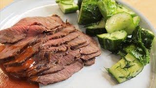 Запеченное мясо с соусом барбекю и малосольными огурцами.